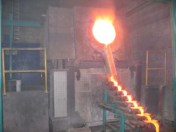 Induction type metal casting furnace
